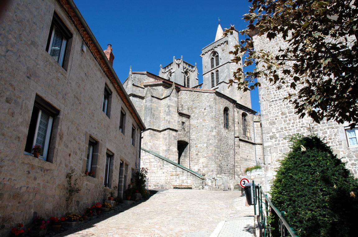 Touristische Übersetzung für das Fremdenverkehrsbüro von St Bonnet le Château